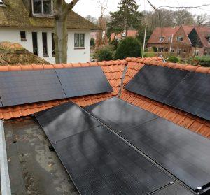 Zonnepanelen plaatsen schuin en plat dak in Nederland