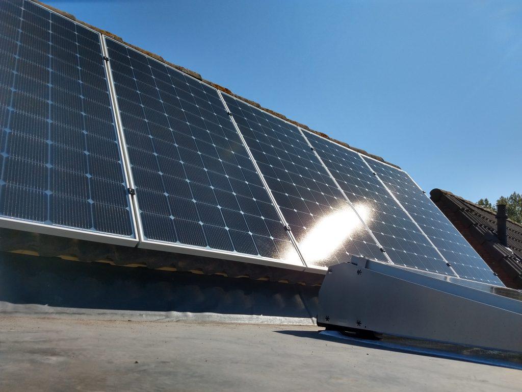 Zonnepanelen schuin en plat dak
